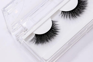 3D Silk eyelash with tapered lashes to open eyes
