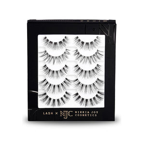 Natural, wispy eyelashes with invisible bands