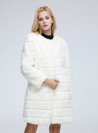 The Female Coat Of Rabbit Fur Is Long For Women