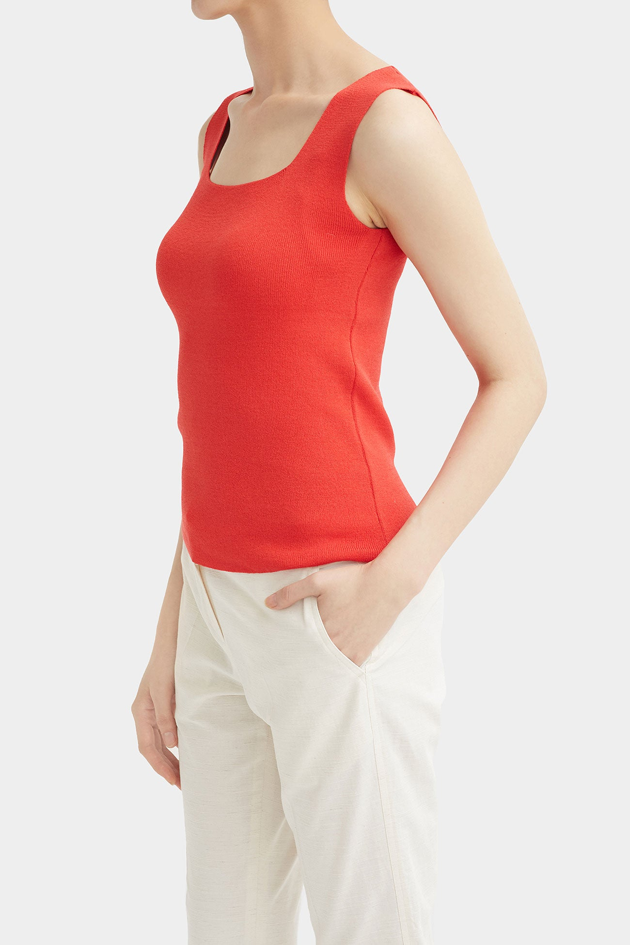 PASSION NOI SLEEVELESS KNIT