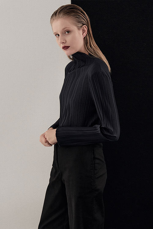 MIDNIGHT CAREL PLEATED TOP