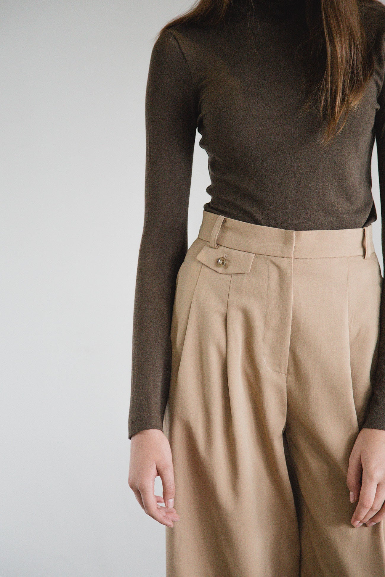 BEIGE HUE POCKETED WIDE PANTS