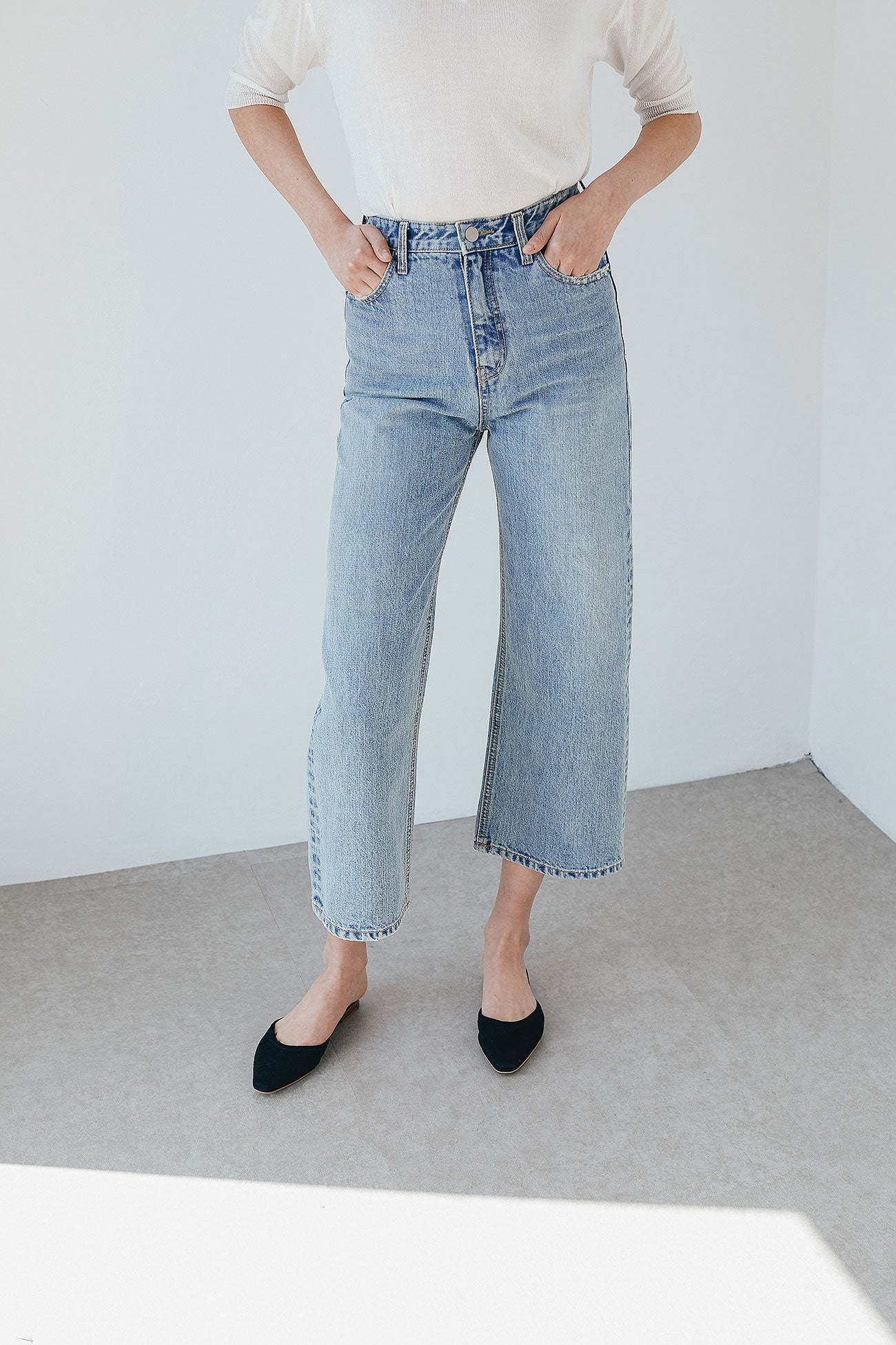 LOTTIE LIGHT WASH DENIM