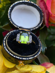 Art Deco Peridot and Diamond Platinum Ring 0.20ct + 2.10ct