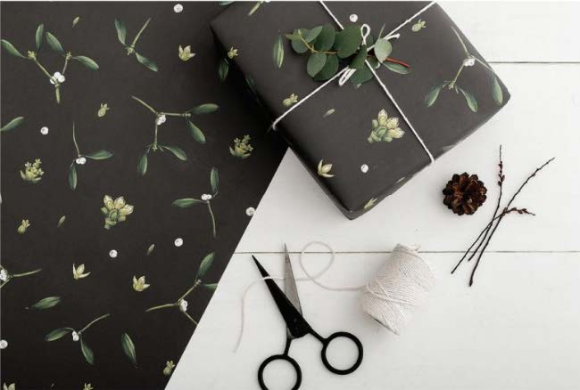 Mistletoe wrapping paper