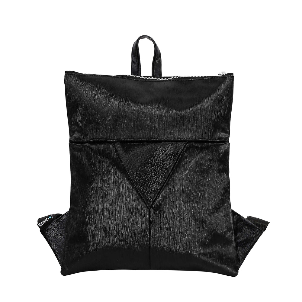Zendigi's Lucy bags are hand made backpacks from high quality faux leather. urban design 100% vegan. A girl wearing Black Paris Lucy in Tel Aviv תיקי גב עבודת יד מיוצר בתל אביב עיצוב אורבאני טבעוני