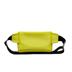 Zendigi. Unisex hand made Zipplebag urban design 100% vegan. A girl wearing Classic Yellow Zipplebag in Tel Aviv