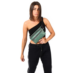 Zendigi. Unisex hand made Zipplebag urban design 100% vegan. A girl wearing Classic Sis Zipplebag in Tel Aviv