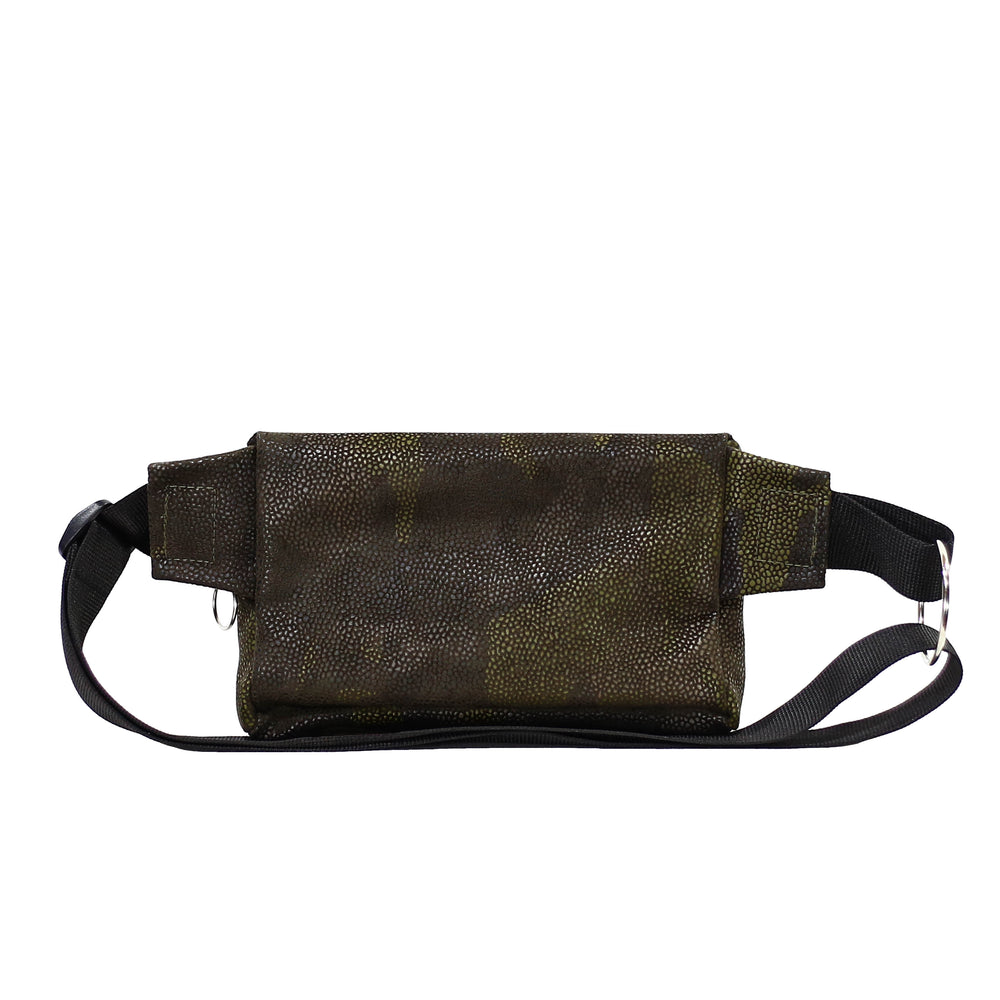 Zendigi. Unisex hand made Zipplebag urban design 100% vegan. A girl wearing Camouflage Zipplebag in Tel Aviv