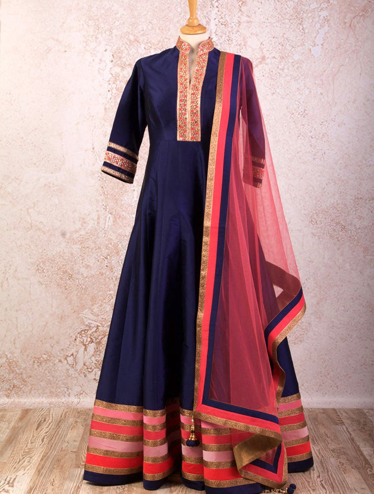 I8/1033 Stripe Border Anarkali