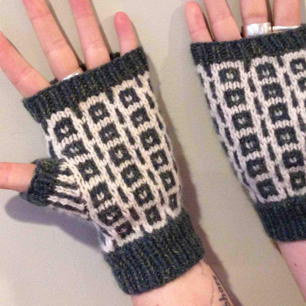 Box & Beam Wrist Warmers by Patty Lyons