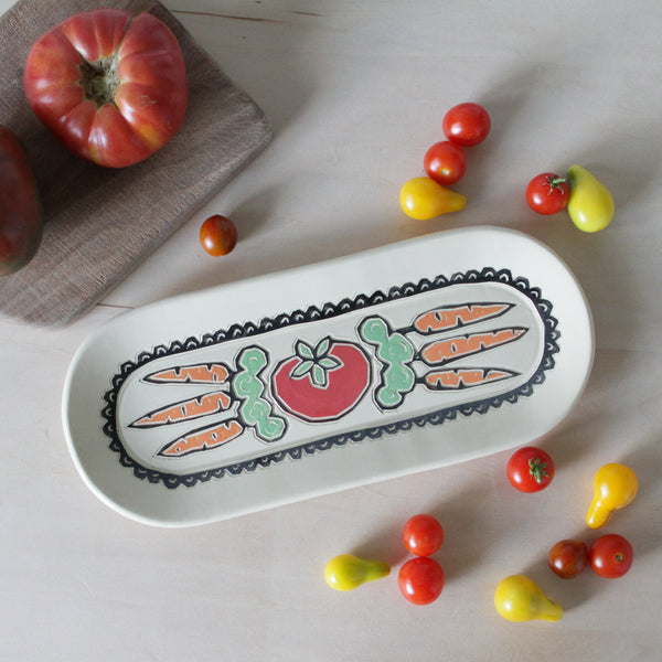 Party Tray with Tomato and Carrots