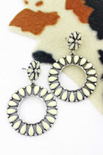 Load image into Gallery viewer, Saratoga Circle Earrings