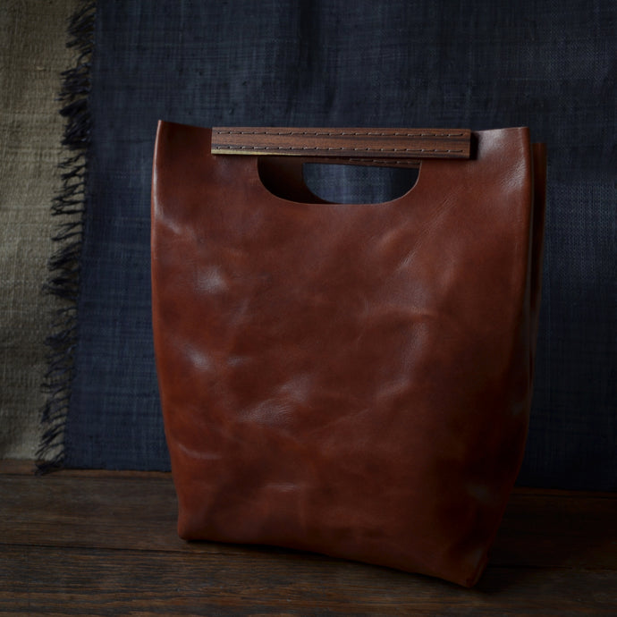 WOOD HANDLE CLOSE TOTE