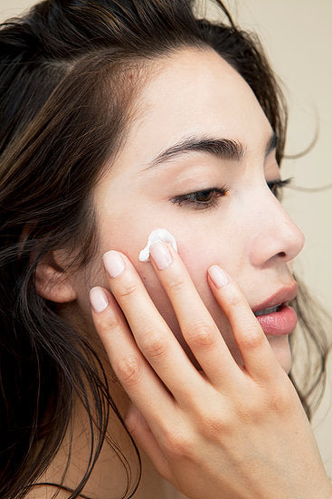 AN EDUCATION ON HOW MUCH SKINCARE PRODUCT YOU NEED TO APPLY