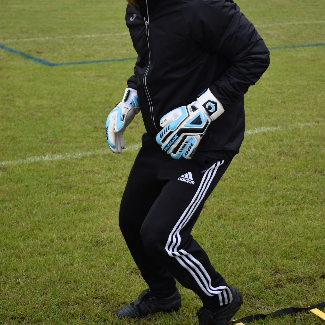 How to stay warm as a goalkeeper in the winter months