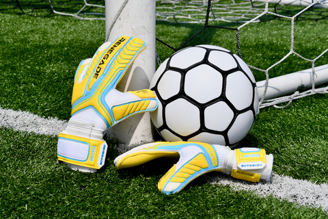 renegade gk vulcan shockwave gloves under the net with ball