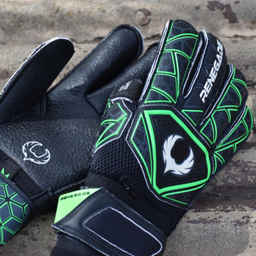 Triton Raider Goalkeeper Gloves Field Image