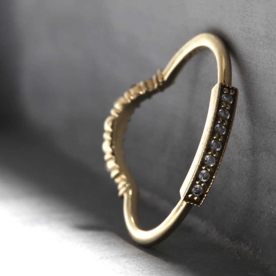 ISABELLA RING - YELLOW GOLD WITH WHITE DIAMONDS