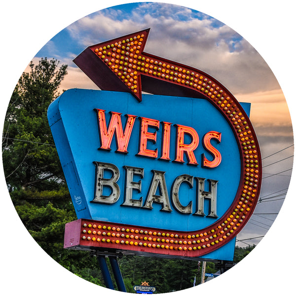 "Glass Coaster 3.93"" Round w/Chinchilla Finish Weirs Beach Sign"
