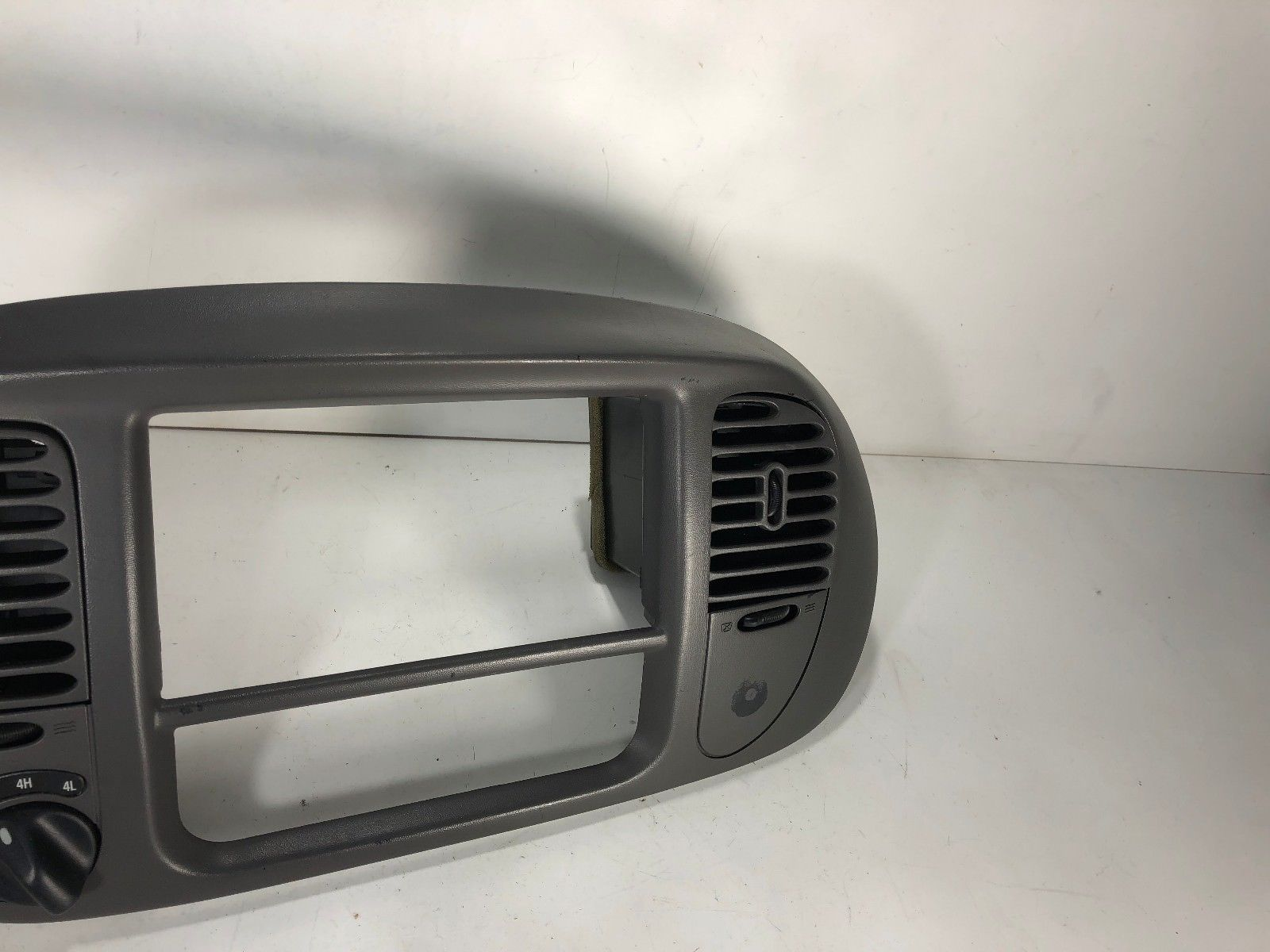 1997 98 99 01 2002 FORD EXPEDITION F-150 Radio bezel vents