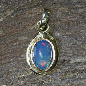 OVAL CRYSTAL OPAL in 18ct Gold Pendant