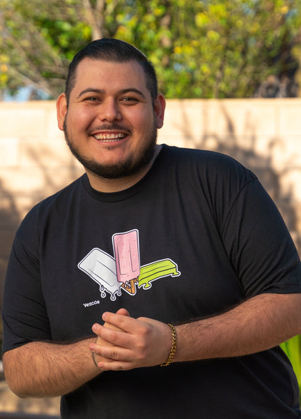 Photo of a man wearing a paleta shirt. T-shirt with Mexican ice cream, paletas.