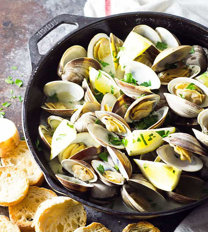 Buttery Garlic Steamed Clams