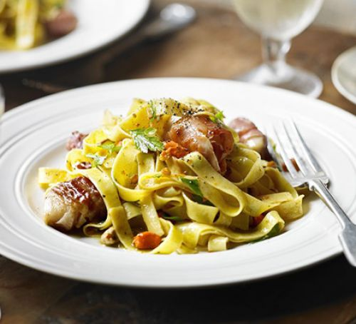 Fettuccine with Seared Scallops & Prosciutto