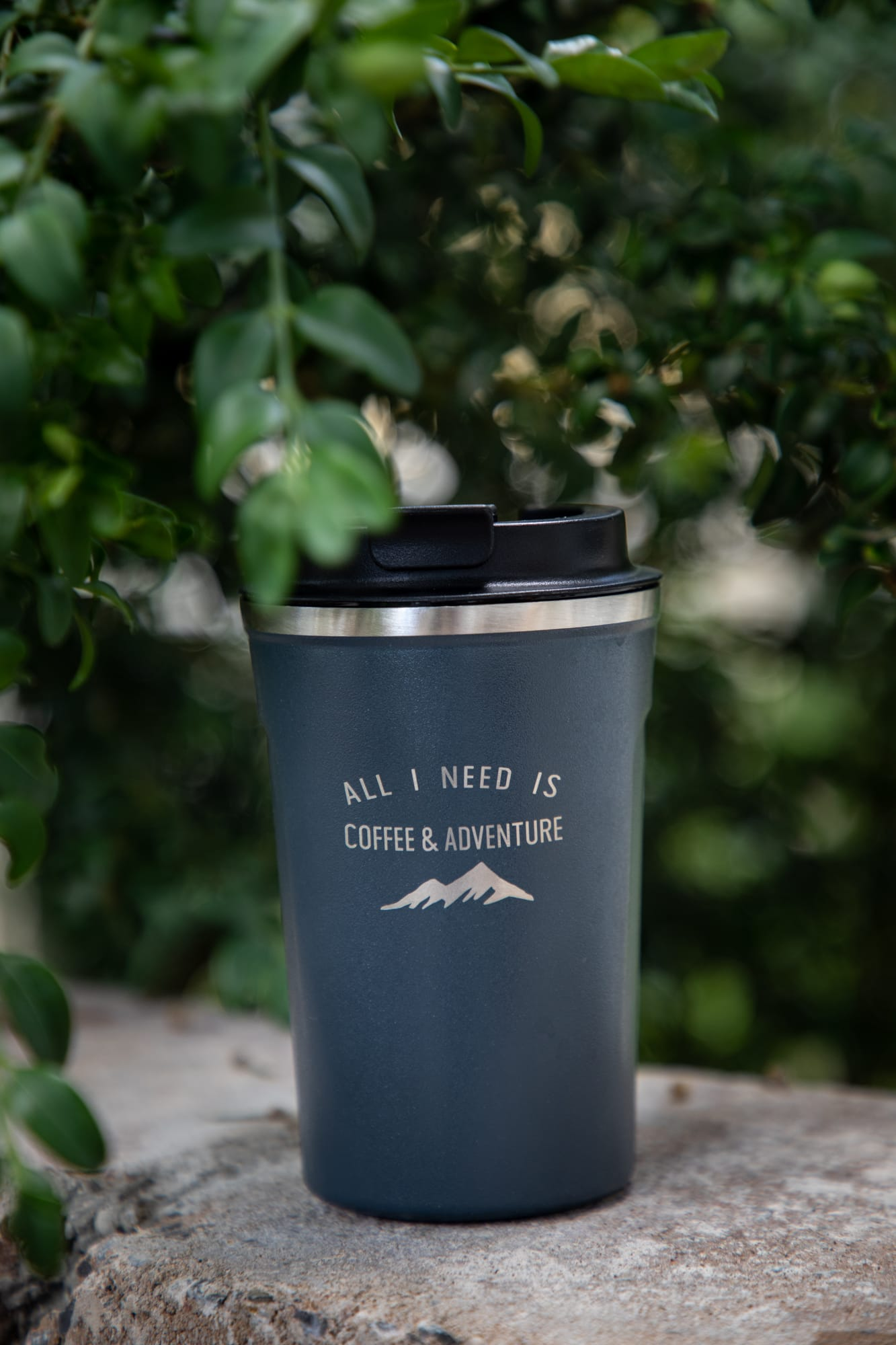 """All I Need Is Coffee & Adventure"" - Kaffeebecher to go / verschiedene Farben"