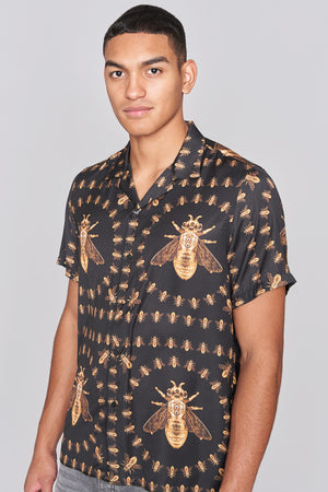 Load image into Gallery viewer, Black Revere Collar Bee Print Short Sleeve Shirt - H E R M A N O