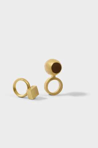 Collect Design Disrupters Ring 1994 (left) and Ring 2000 (Right), Rudolf Bott, 22 x 25 x 45 mm and Gallery SO