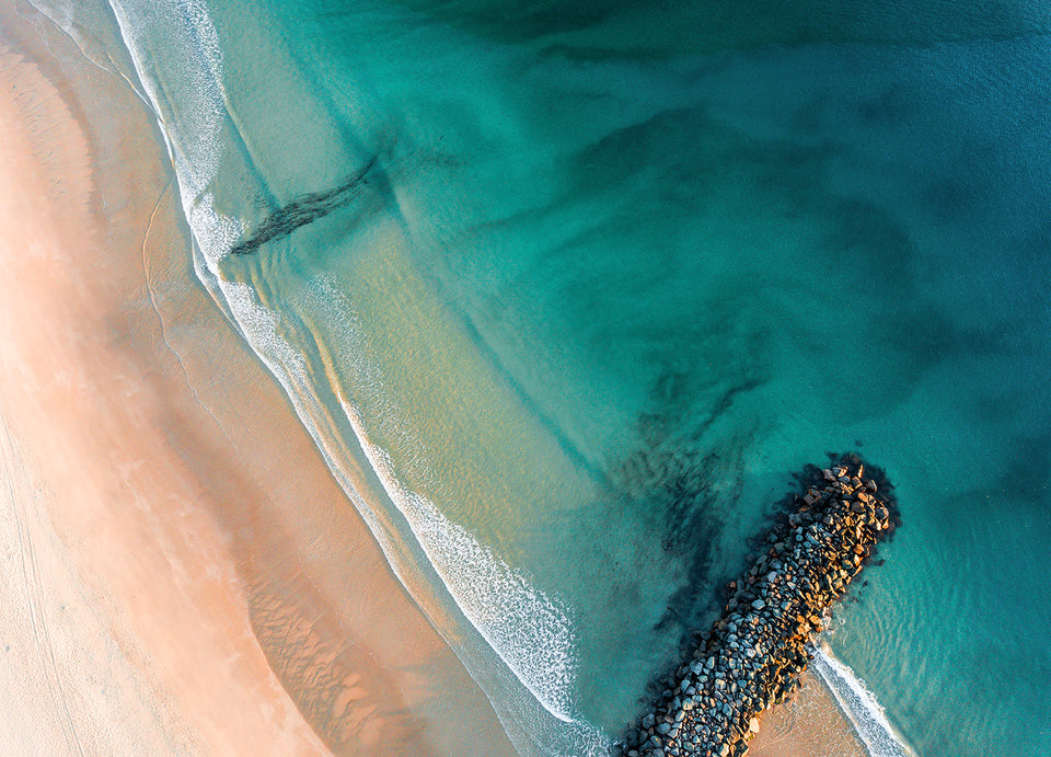 An ariel photograph of Noosa beach, Australia.