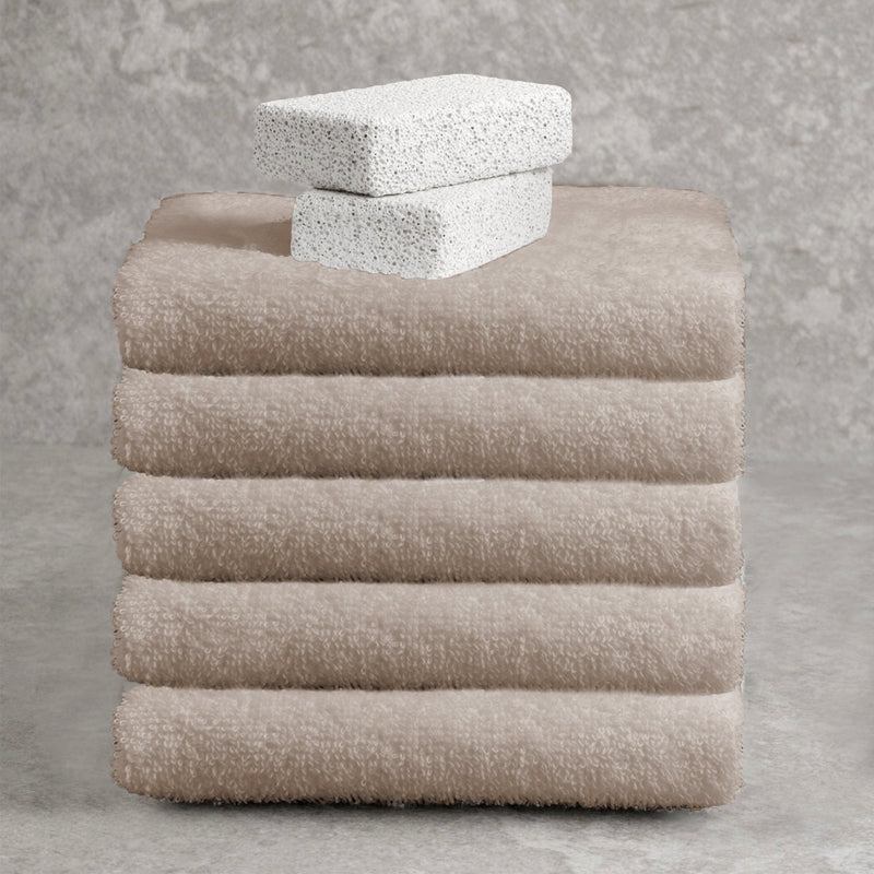 Adrien Lewis - Egyptian Cotton Combed Hand Towels - Magasins Hart | Hart Stores