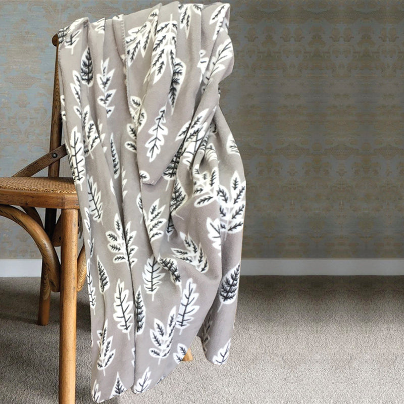 Lauren Taylor - Country Cabin - Assorted Print Throws - Magasins Hart | Hart Stores
