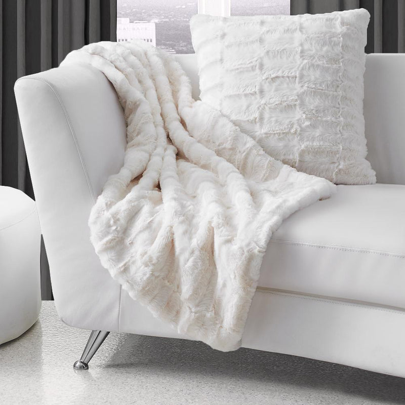 "Monroe - Luxury Textured Faux Fur Throw 50x60"" - Magasins Hart 
