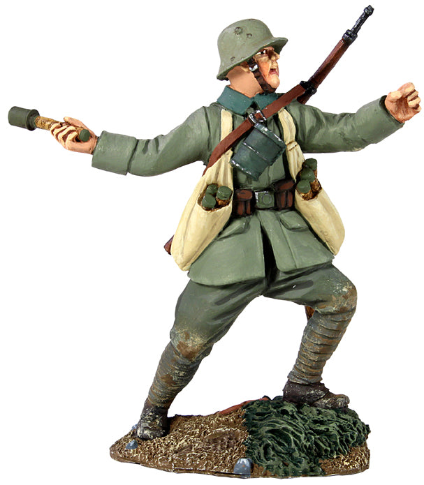 Britain Figures - WWI German Infantry Throwing Grenade No.2