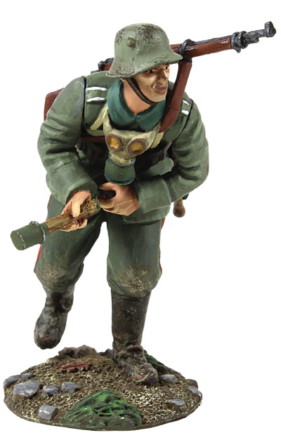 Britain Figures - WWI German Infantry Pulling Grenade Primer