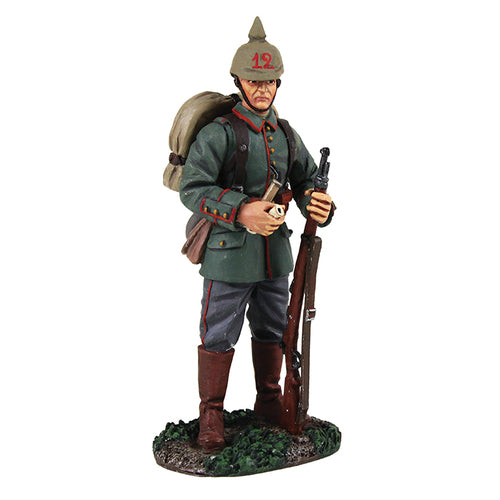 Britain Figures - WWI German Soldier standing with pipe