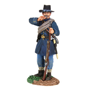 Britain Figures - Civil War Federal Iron Brigade Tearing Cartridge