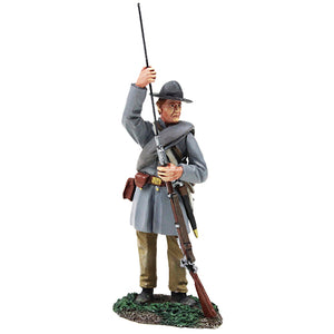 Britain Figures - Civil War Confederate Infantry Standing Ramming in Frock Coat No.1