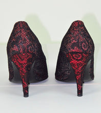 Isabel Canovas black lace pumps 1980s