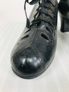 1930s Black Leather Tear Drop Lace Up Shoes 9 1/2B
