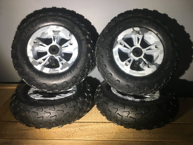 Evolve Skateboard Special Edition wheel/tire combo set (Snow Camo)