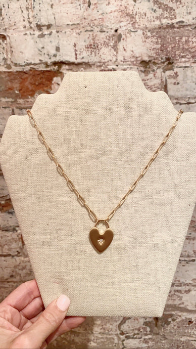 HEART PENDANT PAPERCLIP CHAIN NECKLACE - GOLD