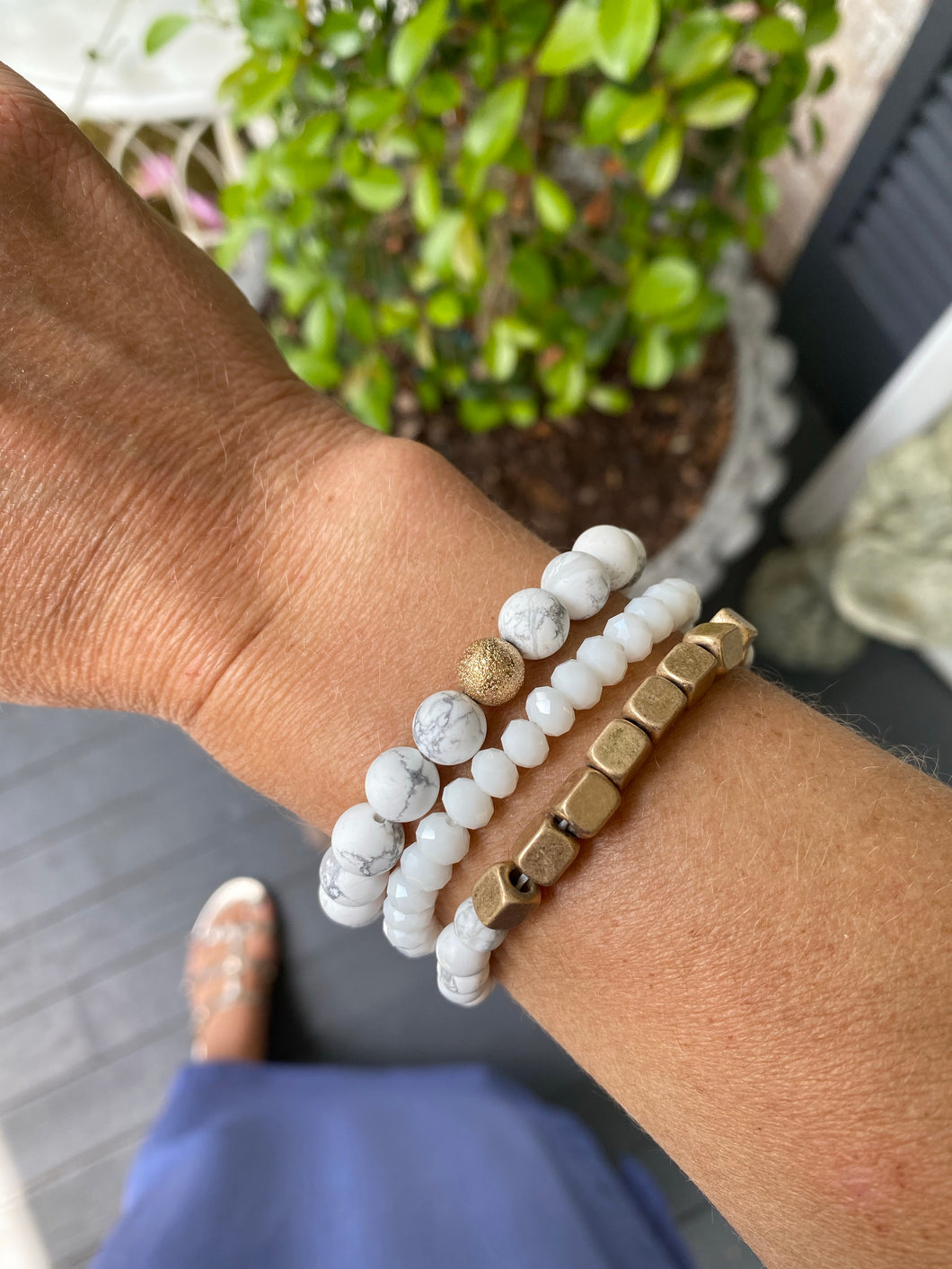 WHITE BEAD BRACELET SET
