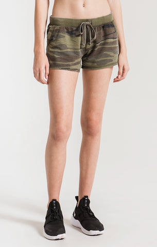 The Camo short green by ZSupply. Lightweight camo shorts, front pockets, drawstring waist, Blush and Lace, fashion, trendy, women's, boutique, Oakville, Toronto.