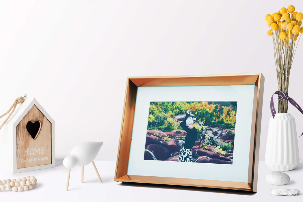 Rose Gold Photo Frame with 6x4 photo print scene