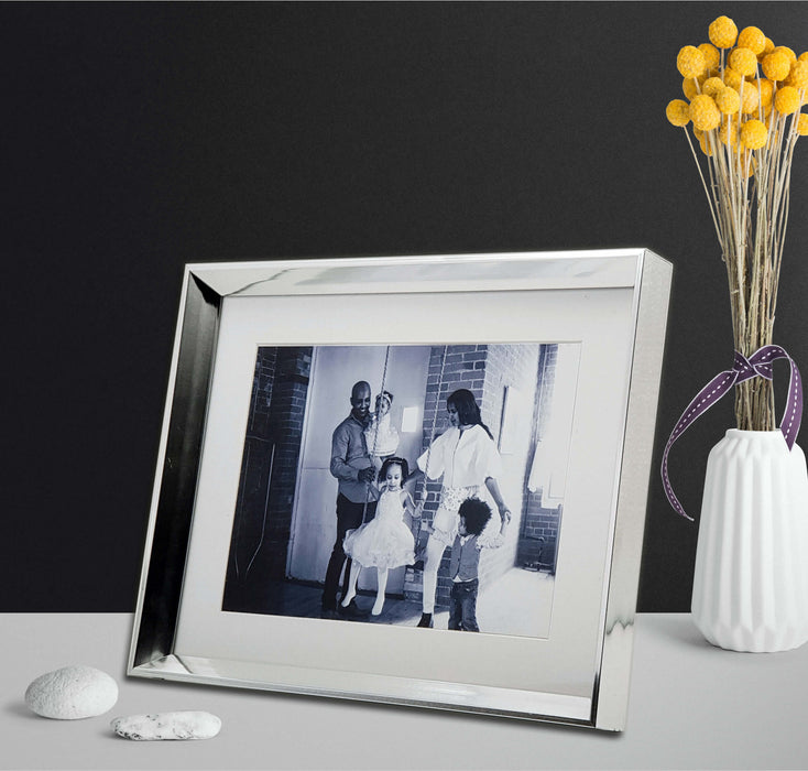 Silver Photo Frame with 7x5 photo print scene