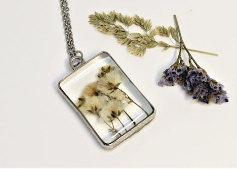 Real Pressed Baby's Breathe, Flower Bezel Necklace, Dried Flowers Necklace, Baby's Breath, Nature Necklace, White Preserved Small Flower